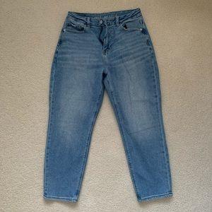 American Eagle light wash curvy mom jeans